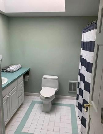Oak Bluffs Martha's Vineyard vacation rental - Hall bathroom with tub