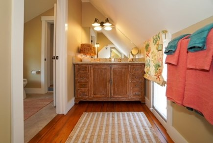 Oak Bluffs Martha's Vineyard vacation rental - Bathrooom