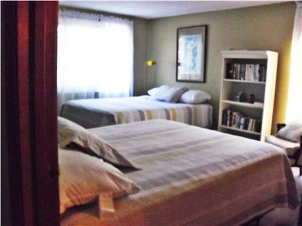Edgartown Martha's Vineyard vacation rental - Upstairs bedroom with two queen sized beds