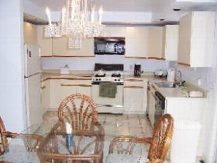 Edgartown   Martha's Vineyard vacation rental - Large efficient kitchen and dining table for six.