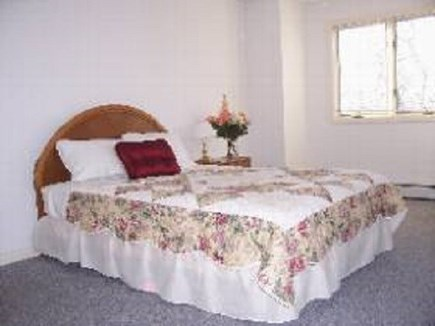 Edgartown  SALE JULY WEEKS $30 Martha's Vineyard vacation rental - Queen bedroom upstairs with shared bath
