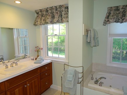 Nantucket town Nantucket vacation rental - Master bathroom with Jacuzzi tub