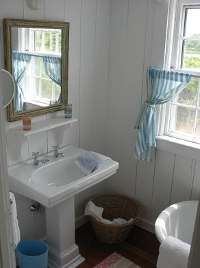 Shimmo Nantucket vacation rental - One of three full baths