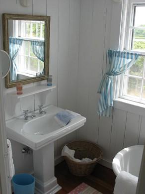 Shimmo Nantucket vacation rental - One of three full baths