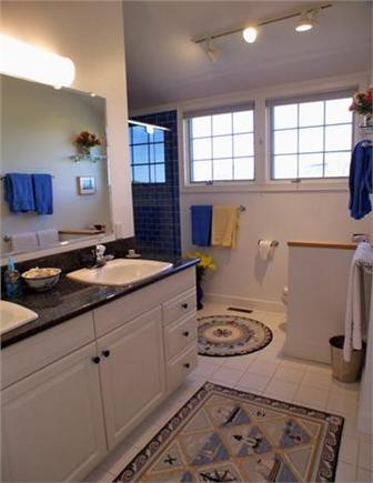 Tom Nevers, Siasconet Nantucket vacation rental - Full Bathroom off One King Bedroom in the Main House