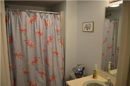 Cisco - Miacomet, Adjacent to Miacomet Golf Nantucket vacation rental - 2nd Floor Hallway Bathroom