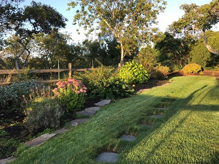 Quidnet Nantucket vacation rental - Beautifully landscaped yards