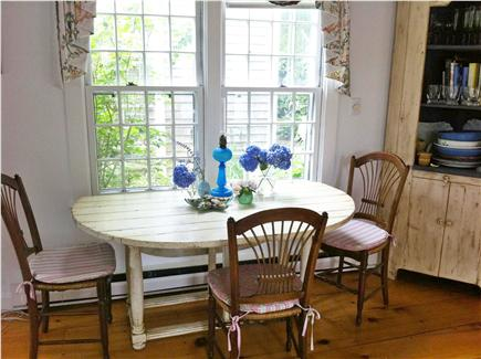 Siasconset Nantucket vacation rental - Oval drop leaf dining table seats six