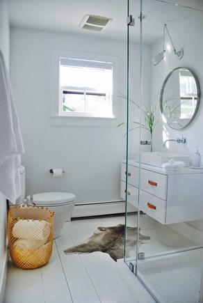 Surfside Nantucket vacation rental - The bright and oh so white second bath
