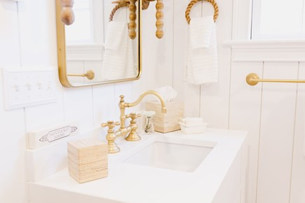 Siasconset, Cod Fish Park Nantucket vacation rental - Guest Bath is fresh and clean with the best water pressure around