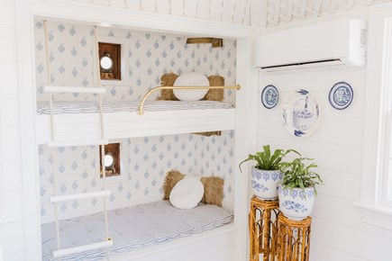 Siasconset, Cod Fish Park Nantucket vacation rental - Relax with Schumacher paisley wallpaper in the cozy resting nooks