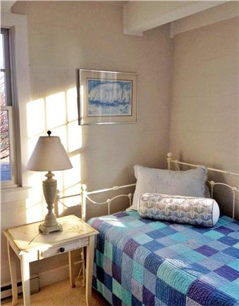 SURFSIDE Nantucket vacation rental - 1st floor bedroom sleeps two on a trundle