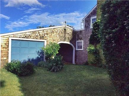 Dionis, Cliff Beach Nantucket vacation rental - Courtyard and archway.