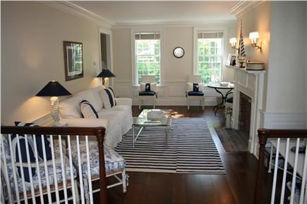 Nantucket town, (Near Town and Steps Beach) Nantucket vacation rental - Living room