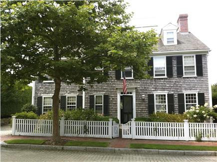 Nantucket town, (Near Town and Steps Beach) Nantucket vacation rental - Front of Home