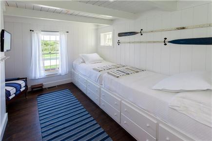 Quidnet, Nantucket Nantucket vacation rental - Twin bedroom with TV