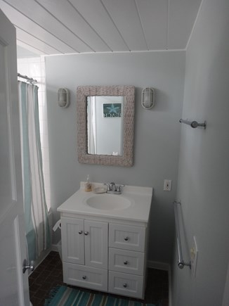 Nantucket town, Nantucket Nantucket vacation rental - Main floor tub and shower bathroom