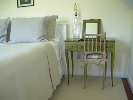 Surfside Nantucket vacation rental - Queen room with dressing table