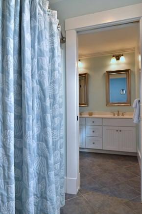 Nantucket town, Nantucket Nantucket vacation rental - Full Shared Upstairs Hallway Bathroom