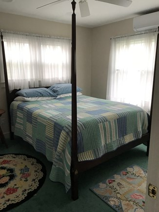Surfside Nantucket vacation rental - Queen bed in downstairs bedroom