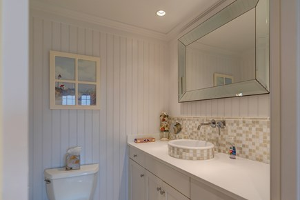 Nantucket town Nantucket vacation rental - Refined bathroom