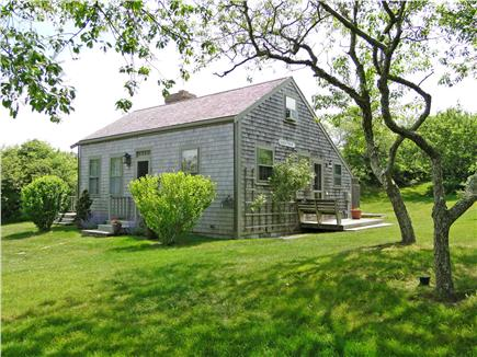 Click here to see a video of this Nantucket town vacation rental.