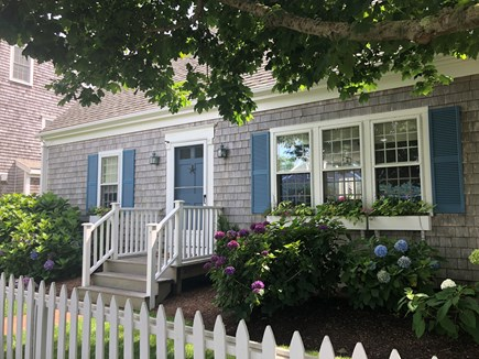 Mid-island Nantucket vacation rental - Front of house