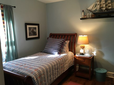 Nantucket Town, Orange Street Nantucket vacation rental - Sunny Twin bedroom with flatscreen TV
