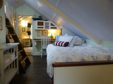 Nantucket town, In Town Nantucket vacation rental - Attic suite -3rd bed