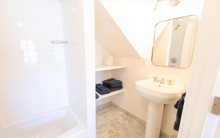 Cisco - Miacomet Nantucket vacation rental - Guest Bath