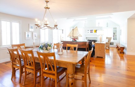 Cisco - Miacomet Nantucket vacation rental - Dining and living