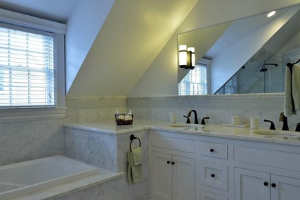 Nantucket town Nantucket vacation rental - Master Bath