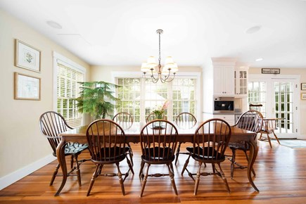Mid-island, Naushop Nantucket vacation rental - Dining area over looking the patio