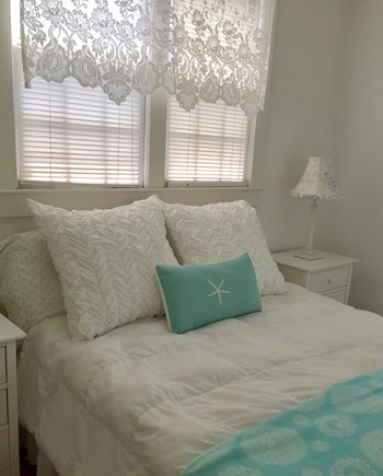 Surfside Nantucket vacation rental - First-floor guestroom offers a double bed and charm galore