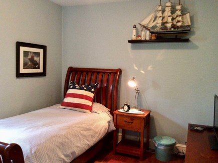 Nantucket town Nantucket vacation rental - Twin bedroom in the bungalow with captains bed