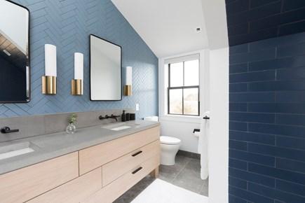 Nantucket town, Edge of Town/Cisco Nantucket vacation rental - Master bathroom