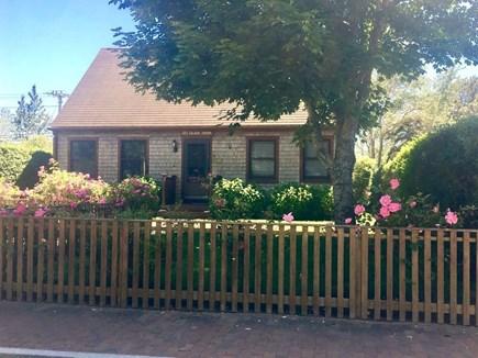 Mid-island Nantucket vacation rental - Charming Cape