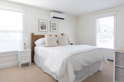 Mid-island, Naushop Nantucket vacation rental - Queen bed - 2nd floor