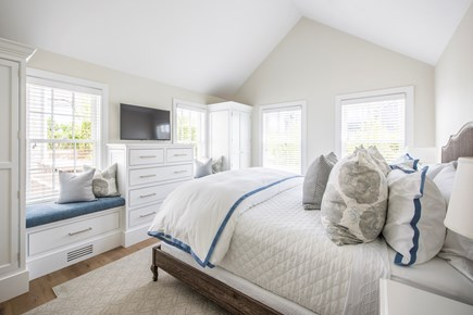 Nantucket town, Cliff area Nantucket vacation rental - Bedroom 4: King,1st flr,TV, Sonos, 2 closets, attached bathroom