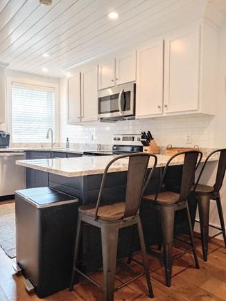 Nantucket town, Town Center Nantucket vacation rental - Kitchen peninsula with seating