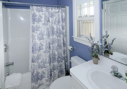Siasconset Nantucket vacation rental - Shared Guest Room Bath -