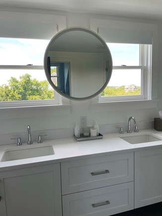 Nantucket town Nantucket vacation rental - Second floor master bath with remote blinds