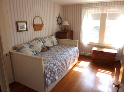 Nantucket town Nantucket vacation rental - Middle Bedroom (Day Bed expands to King Bed)