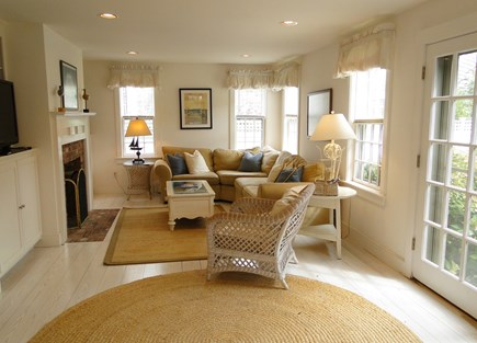 Mid-island, Naushop Nantucket vacation rental - Family room with flat screen TV