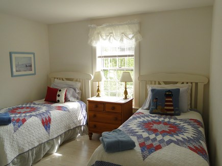 Mid-island, Naushop Nantucket vacation rental - Twin bedroom upstairs