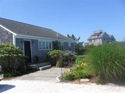 Tom Nevers / 'Sconset Nantucket vacation rental - Front garden from the shell driveway